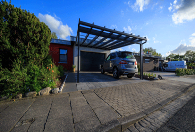 Carport-Auto-vor-Garage-frontal