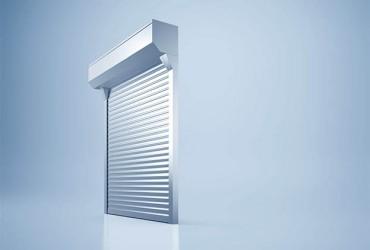 Sonnenschutzlamellen-freigestelltes-Fenster-Lamellen-ganz-geschlossen