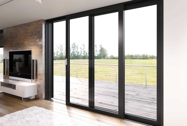 Terrassen-Schiebetuer-Wohnzimmer-schwarz-halb-geoeffnet