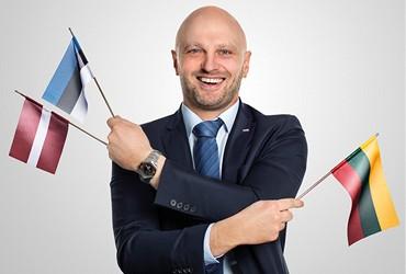 Karriere-heroal-Mann-mit-Flaggen