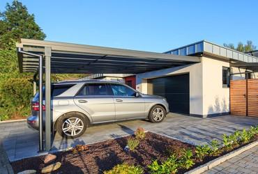 Terrassenueberdachungen-Carport-mit-Auto-freistehend