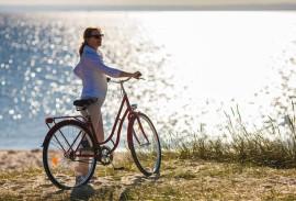 Carport-Fahrradfahrer-vor-See