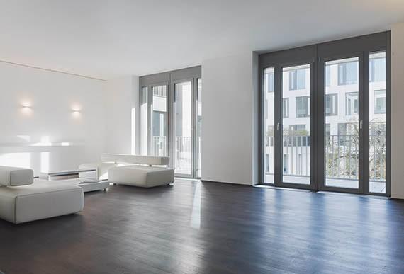 Terrassentuer-Wohnzimmer-mit-Fenstertuer