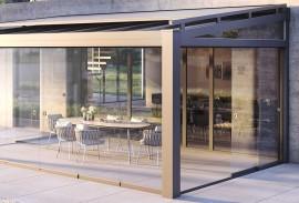 Senkrechtmarkise-Sonnenschutzrollladen-mit-Fenster-im-Querschnitt