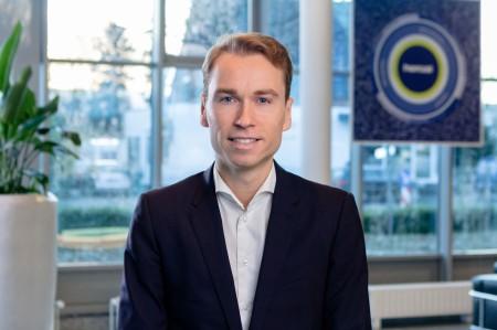 Ueber-heroal-Portrait-Geschaeftsfuehrer-Max-Schoene